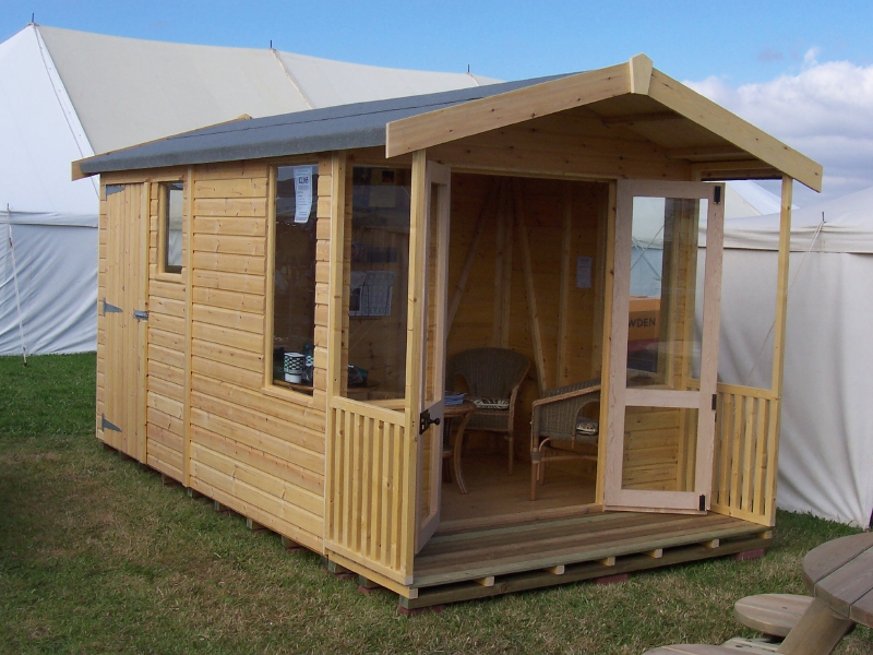 Iow garden summerhouses centre combined summerhouse shed for Garden designs with summer house